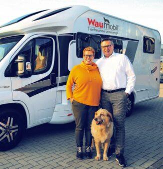 Stietenroths von der Waumobil Mietstation Bremen vor Ihren Wohnmobilen